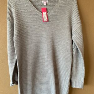 Gray v neck sweater dress with laced sleeves